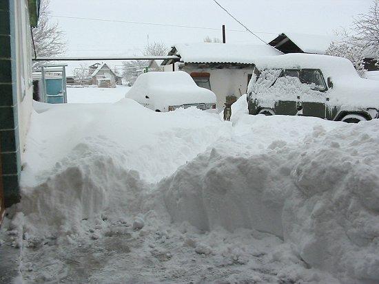 Onze auto is volledig ingesneeuwd