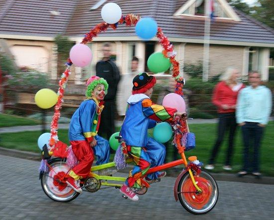Clowns op de fiets