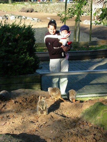 Elmira en Nathalie in de dierentuin