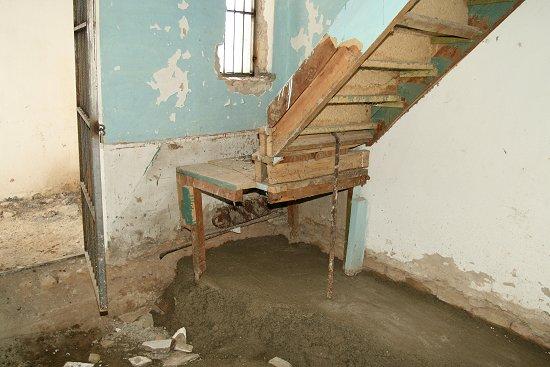 De onderste helft van onze trap is gestolen