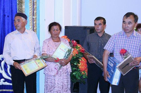 Ruslan krijgt prijs op landbouwcongres