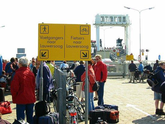 Naar de boot naar Lauwersoog