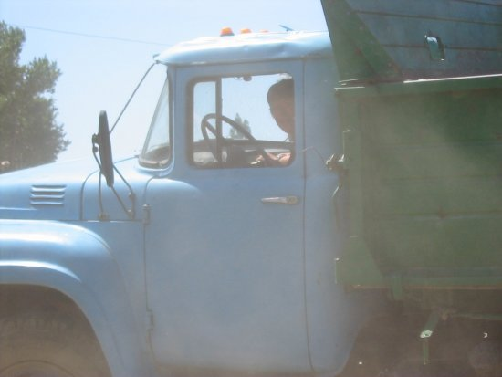 Beppe in de ZIL vrachtwagen