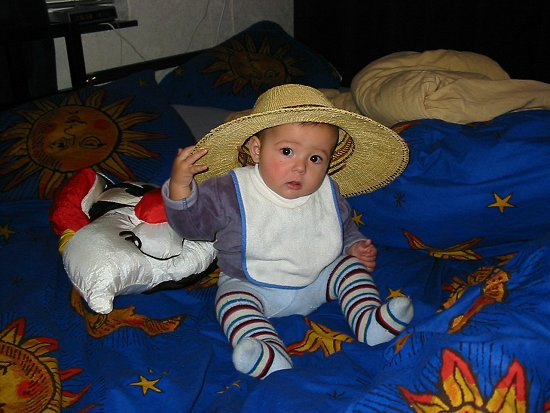 Nathalie met pappa's Mali hoed
