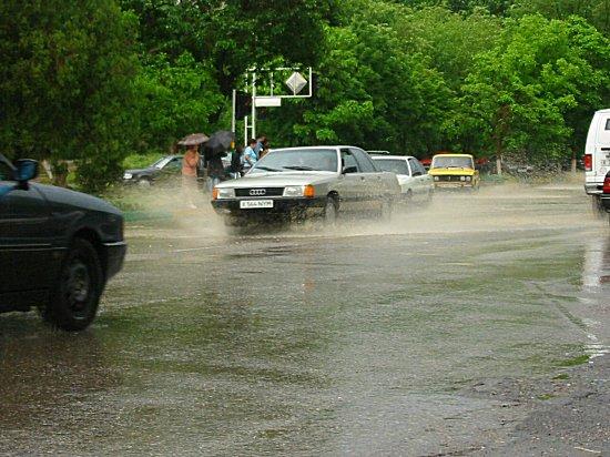 De straten staan blank in Shymkent