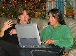 Hylkje en Elmira communiceren per computer