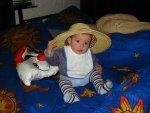Nathalie met pappa's hoed
