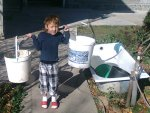 Isabel met twee emmers water