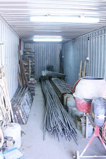 Container vol met bouwmaterialen