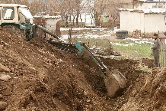 Graven op zoek naar de waterleiding