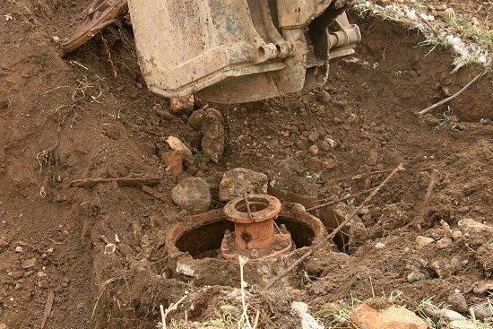 De opgegraven waterleidingput
